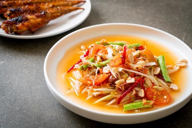 Papaja pittige salade - somtam - thaise traditionele straatvoedselstijl