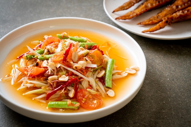 Papaja pittige salade - somtam - thaise traditionele streetfoodstijl