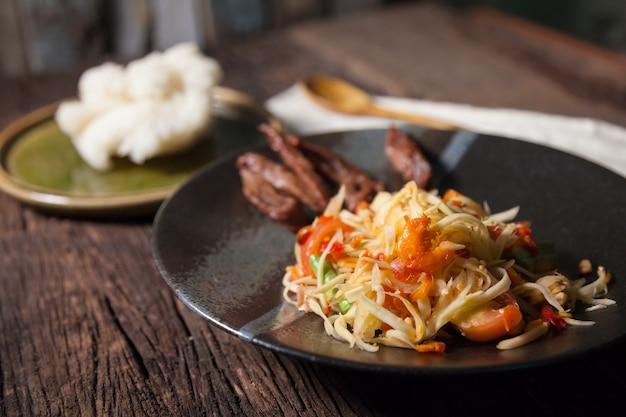 Papajasalade met rijststok