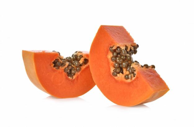 Papaya geïsoleerd op een witte achtergrond
