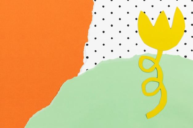 Papier ambachtelijke achtergrond met gele bloem