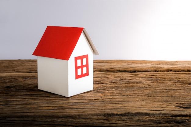 Papier huis symboliseert