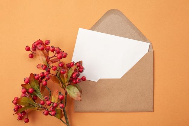 Papier in herfstkleuren met decoratie