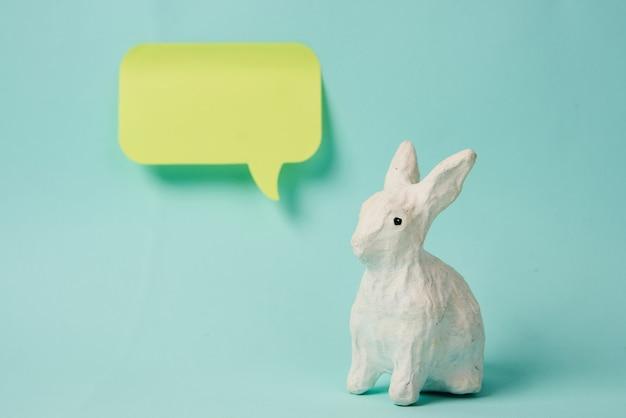 Papier konijn sticker decoratie kopie ruimte geïsoleerde achtergrond
