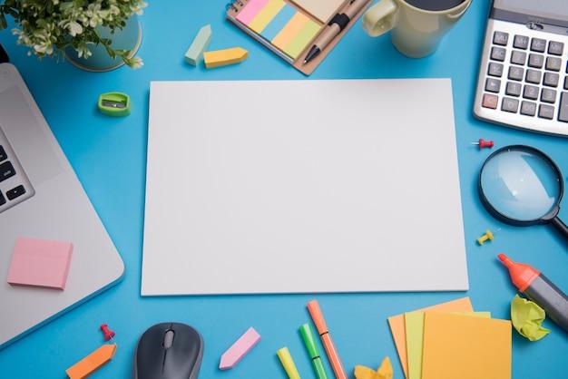 Papier mockup sjabloon en school briefpapier. cover ontwerp reclame achtergrond.