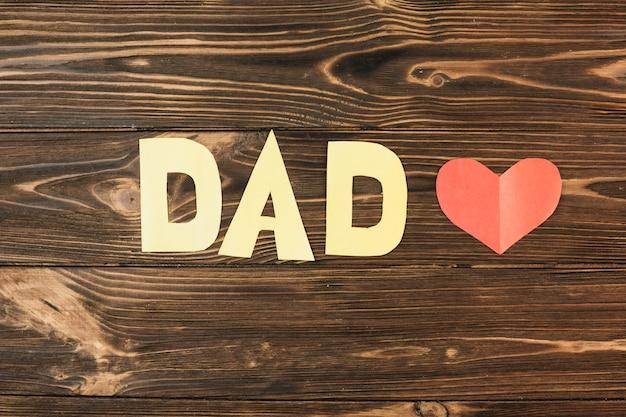 Papier rood hart en papa inscriptie