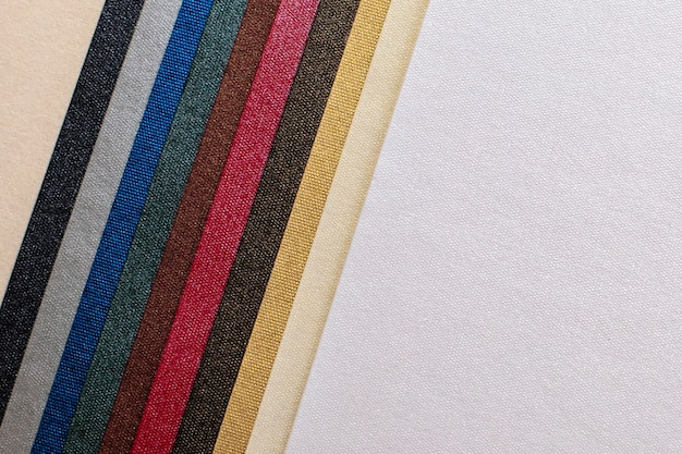 Papier textuur. mooie veelkleurige strepen en witte achtergrond. textuur achtergrond