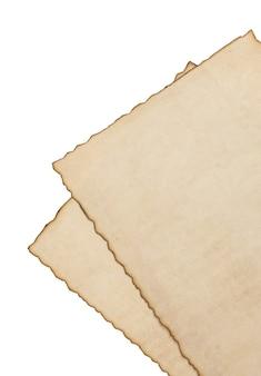 Papier vintage perkament geïsoleerd op wit