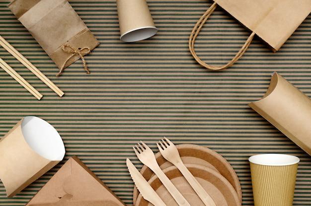 Papieren fastfoodverpakkingen en wegwerpservies van milieuvriendelijke materialen