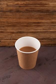 Papieren glas morning mumbai chai of cutting chai gebrouwen melk