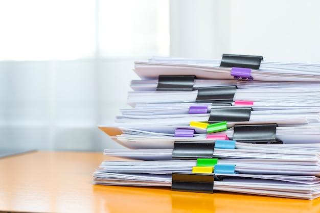 Papieren kantoordocumentatie.
