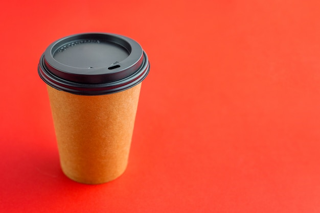 Papieren koffiekopje voor afhaalmaaltijden
