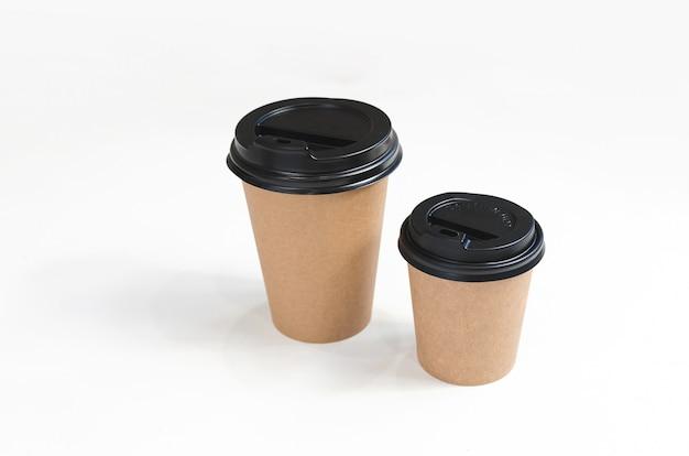 Papieren koffiekopjes. milieuvriendelijk ontwerp. zero waste
