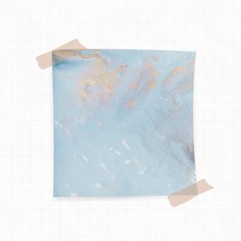 Papieren notitie met blauwe aquarel achtergrond