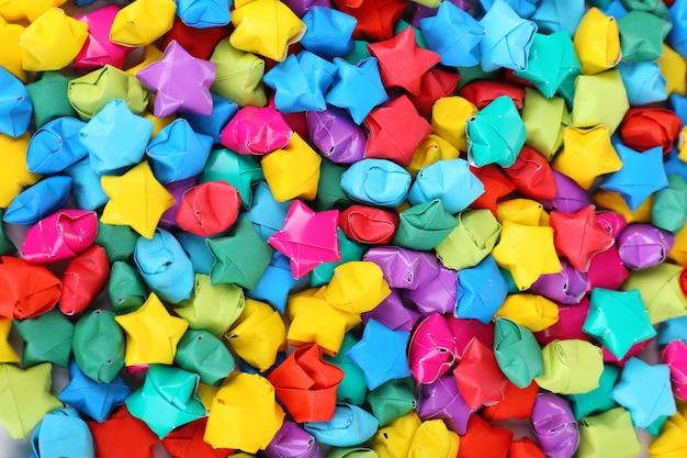 Papieren sterren met dromen close-up