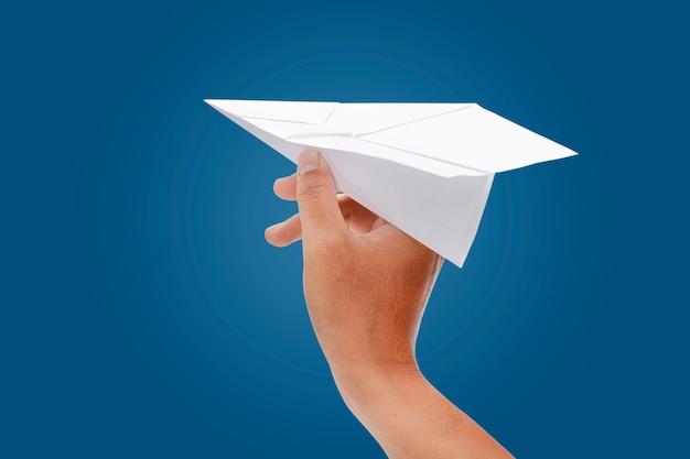 Papieren vliegtuig in de hand