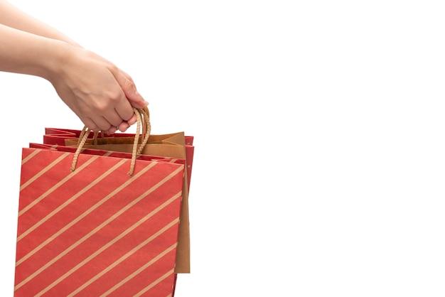 Papieren zak in handen van de vrouw geïsoleerd op wit