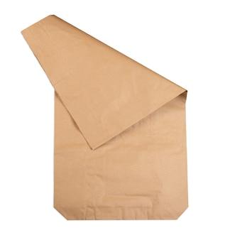 Papieren zak voor opslag en transport van verschillende producten op een afgelegen witte ondergrond