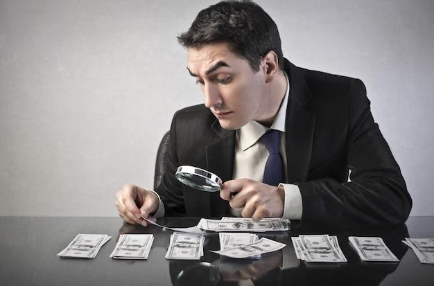 Papiergeld controleren