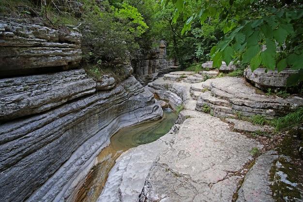 Papingo rock pools, zijn vele vijvers gevormd door de rivier die verschijnen als kleine natuurlijke poelen langs het water dat in een kleine kloof stroomt.