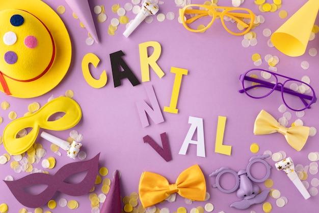 Parade masker en accessoires carnaval woord geschreven