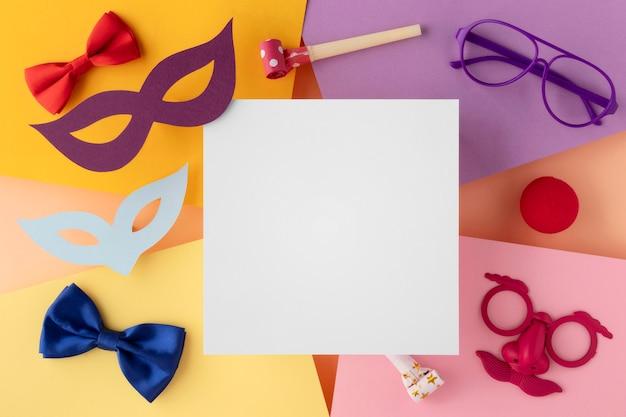 Parade masker en accessoires kopie ruimte witte kaart