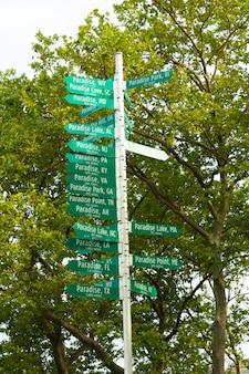 Paradijs teken signaal post in new york battery park