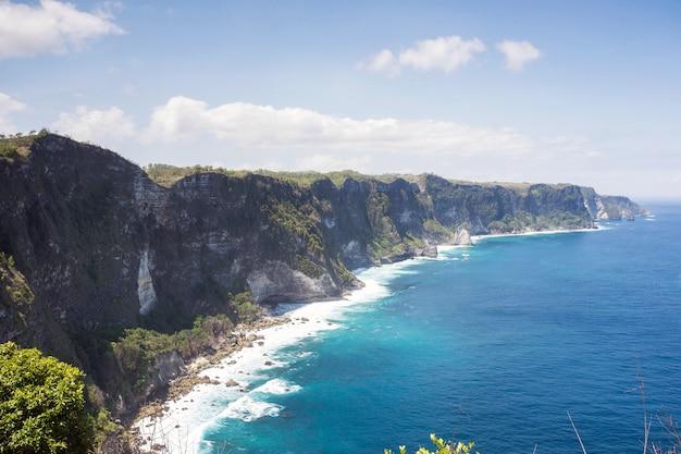 Paradijseiland nusa penida, mooi klippunt van het landschapsmanta