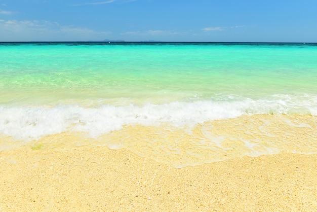 Paradise beach op koh maiton, een privéstrand eiland in phuket, thailand