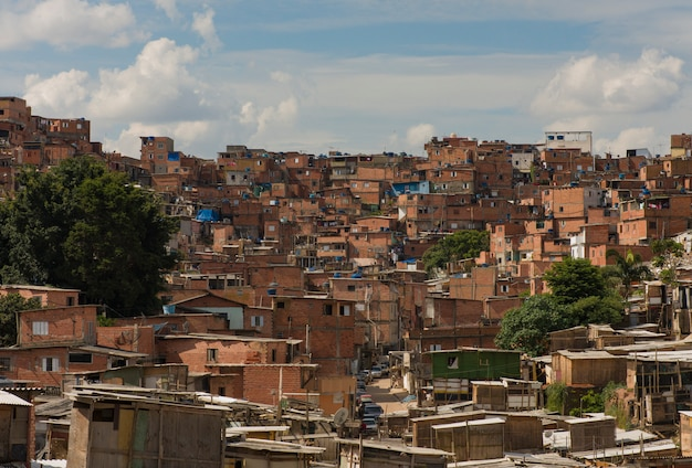 Paraisopolis is de grootste sloppenwijk van sao paulo, brazilië