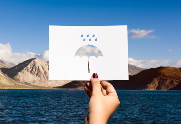 Paraplu in geperforeerd regenseizoen