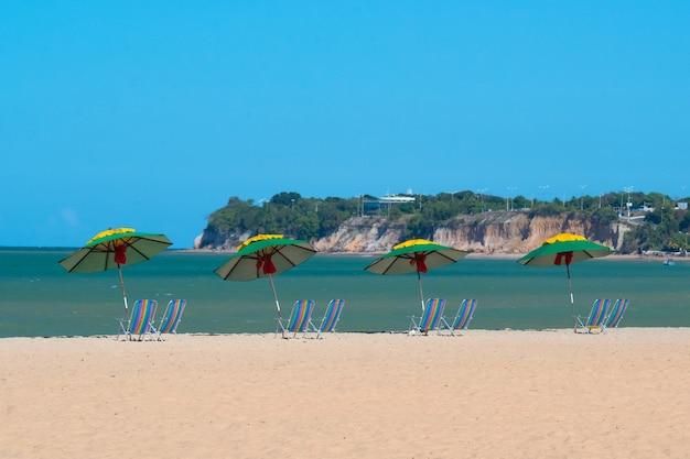 Parasols en strandstoelen op cabo branco beach joao pessoa paraiba brazil op 3 april 2013