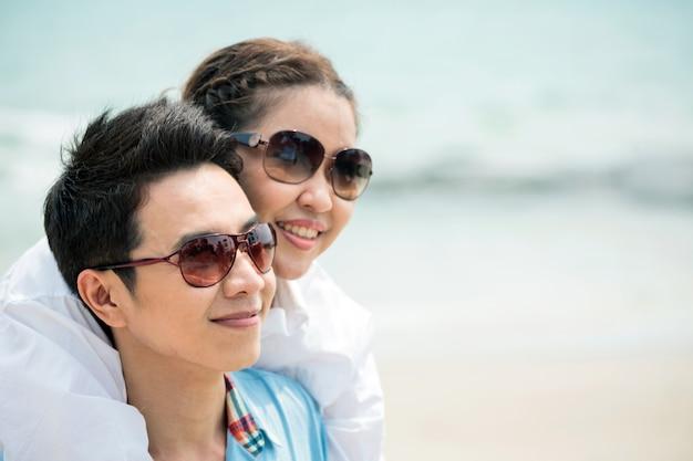 Paren daten op het strand