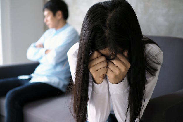 Paren zijn verveeld, gestrest, overstuur en geïrriteerd na ruzie