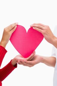 Parenhanden die roze hart houden