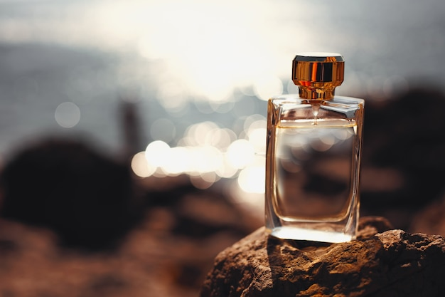 Parfum op de zee bij zonsondergang