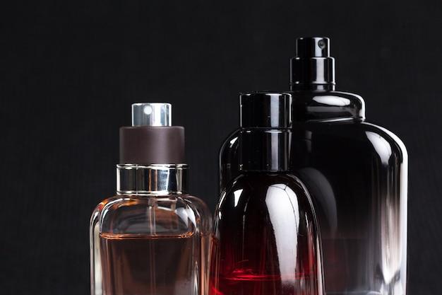 Parfumfles op donker