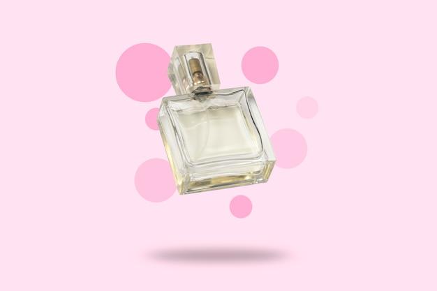 Parfumfles op een roze achtergrond. het concept van een favoriete geur, parfum voor de geliefde, feramona. levitatie. plat lag, bovenaanzicht.