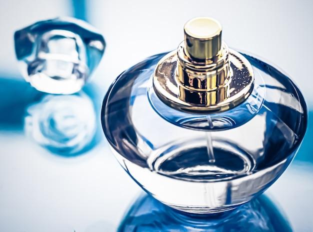 Parfumflesje voor heren als vintage geur eau de parfum als vakantiecadeau luxe parfumer...