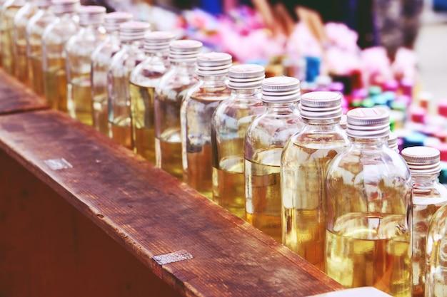 Parfums in glazen flessen
