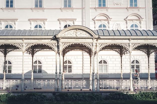 Park colonnade. karlovy vary. tsjechische republiek