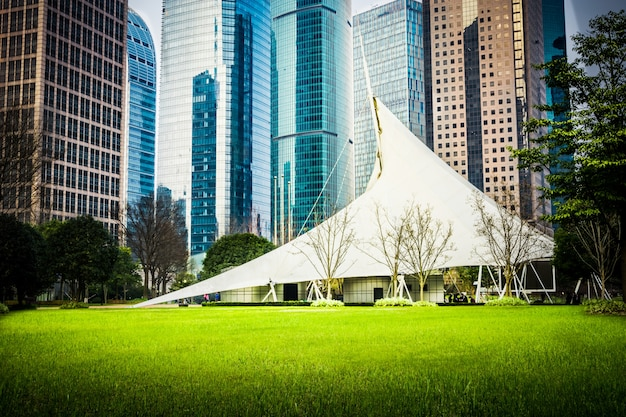 Park in lujiazui financieel centrum, shanghai, china