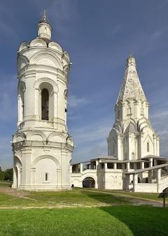 Park kolomenskoe hemelvaart kerk en klokkentoren unesco monument russische architectuur van de xvi