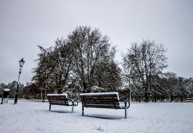 Park van engeland na een zware sneeuw