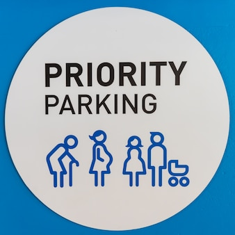 Parkeerborden voor ouderen en zwangere vrouwen