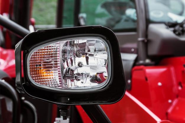 Parkeerlichten en koplampen op de tractor