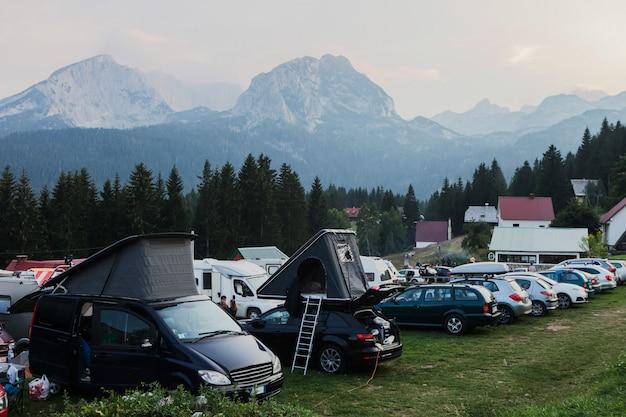 Parkeren op een bergcamping