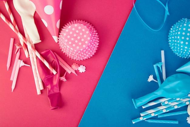 Partij roze en blauwe papieren hoed.