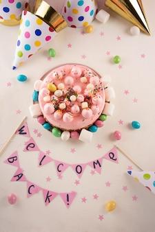 Partij taart met kleur hagelslag