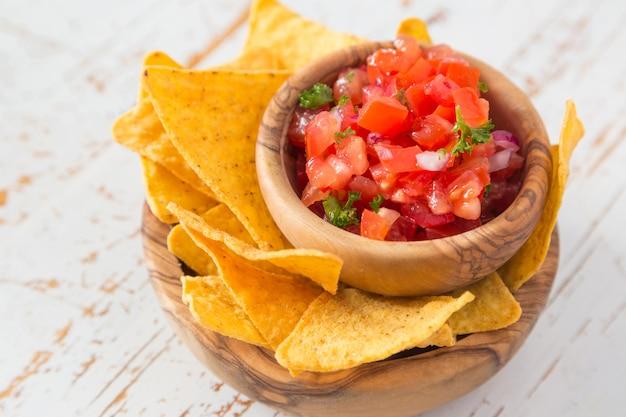 Partijvoedsel - nacho's met en guacamole